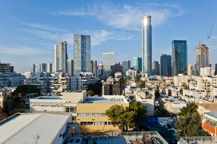 Beautiful view of Tel Aviv from the room window. - גבעתיים - アパート