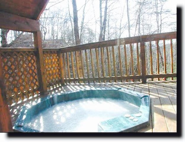 Glamping. Smoky mtns-hot tub-grill - Sevierville