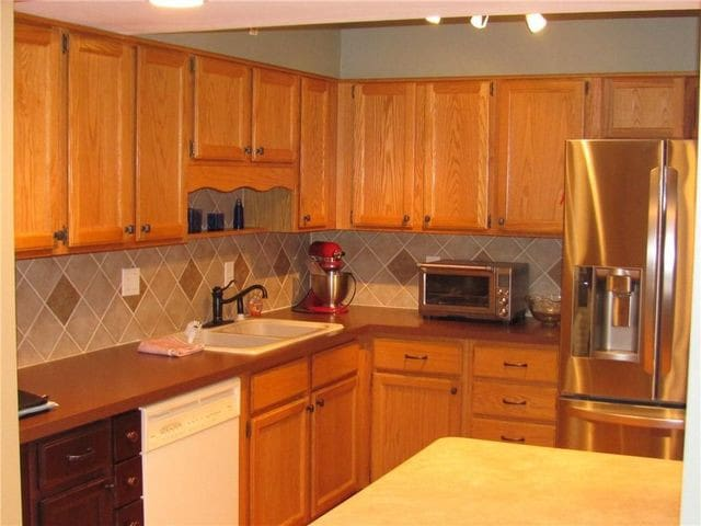 Open concept, well-stocked kitchen, dining and great room