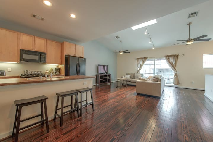 Modern Townhome close to Downtown - Houston - Townhouse