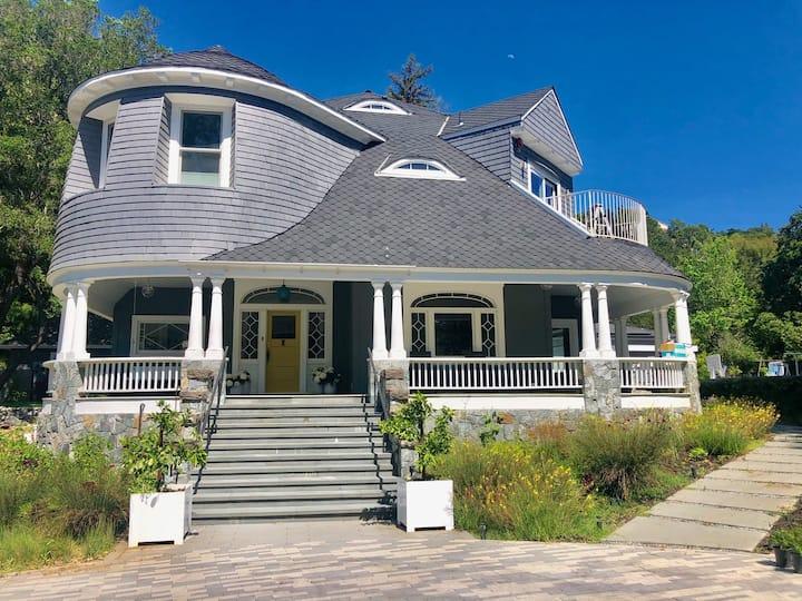 Idyllic Indoor/Outdoor Living 1 Acre Estate, Ross
