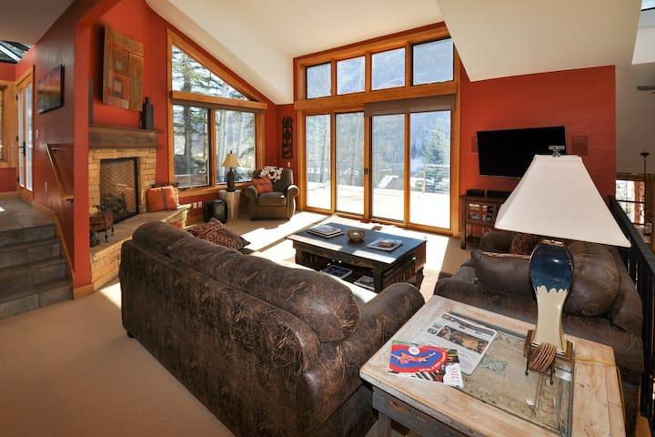Family-Friendly Mountain Duplex w/Private Hot Tub, Spacious Decks, Mtn Views.
