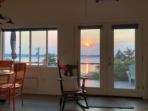 Laverne's  Sunset Cottage - View & Beach Access