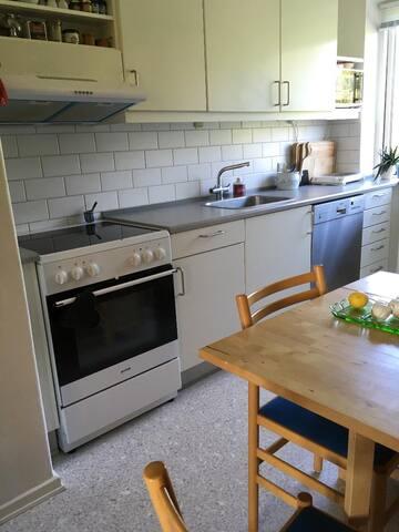 Køkken med 2 siddepladser (3).