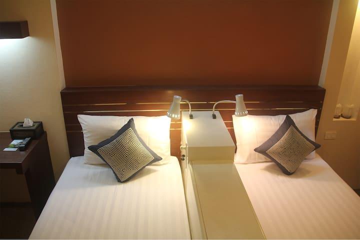 Suk Santi Room 5