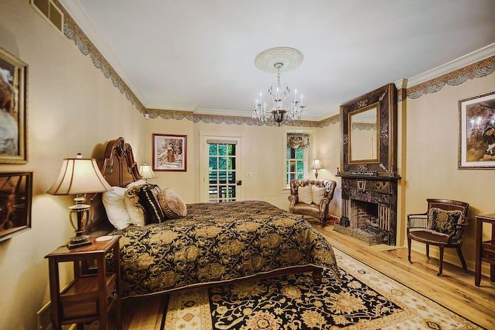 J. Bonaparte Suite at Moonstone Manor
