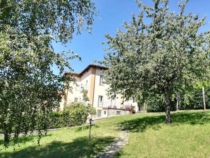Il Ciliegio, alloggio con giardino in Garfagnana