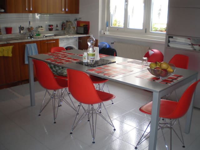 private room near the city centre - Udine - Apartment