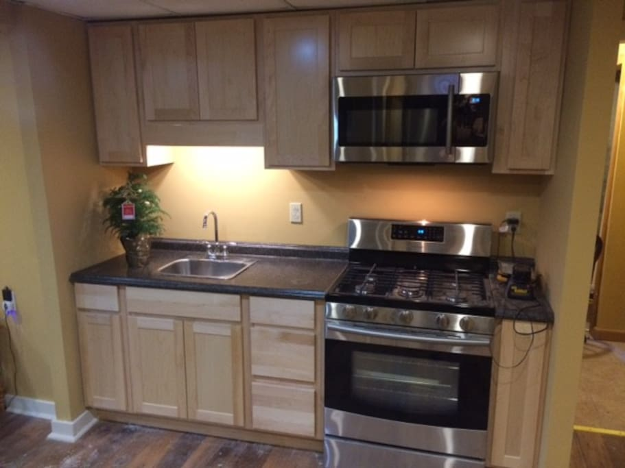 Maple cabinets and gas stove