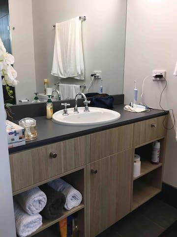 En-suite vanity