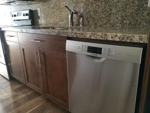 High End SLC Townhouse (Close to U and Slopes)
