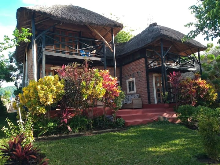 Nyanja Cottage: on the beach in Cape Maclear