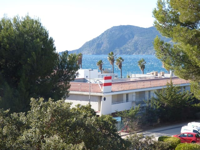 150 m of the beach, Sea View and pinewood