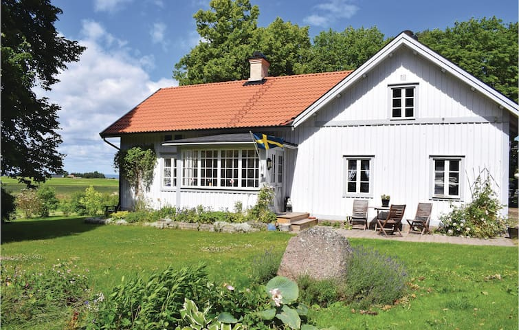 Holiday cottage with 2 bedrooms on 110m² in Ödeshög