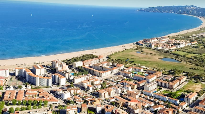 2 bedroom apartment 5min from the beach