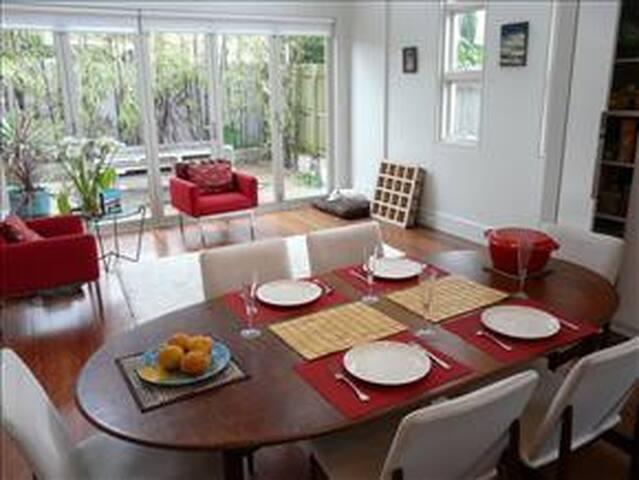 Bright cosy bedroom in family home - Waverley - Rumah