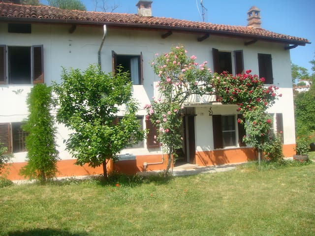 Beautiful farmhouse in Monferrato - Vinchio - Dom