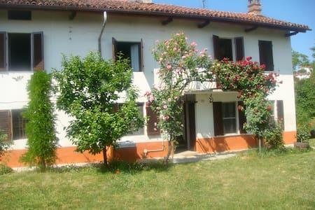 Beautiful farmhouse in Monferrato - Vinchio - Haus