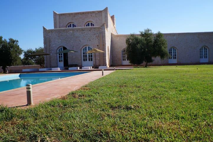 grande maison sur un vaste terrain - Ounagha - House