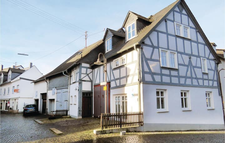 Terraced house with 2 bedrooms on 120m² in Hachenburg