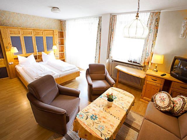 Bogensporthotel Bad, (Eisenbach), Mehrbettzimmer mit Dusche/WC