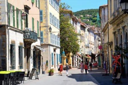 Studio au Calme ,centre Historique de Draguignan