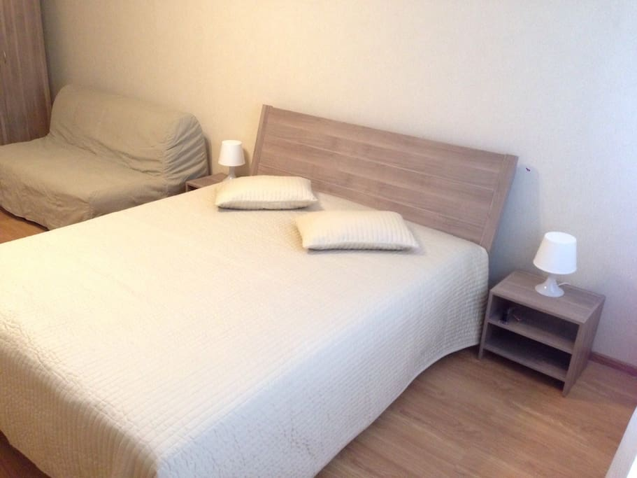Большая кровать плюс диван