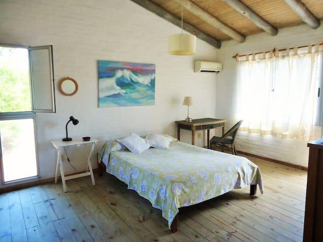 Cómoda habitación con baño privado - wifi