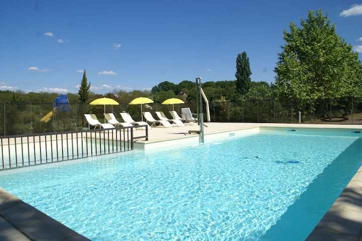 Cosy Holiday Home in Castelnaud-la-Chapelle