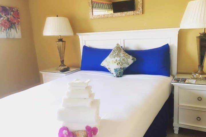Cozy Room on the beach  @deezbnb -Room 1