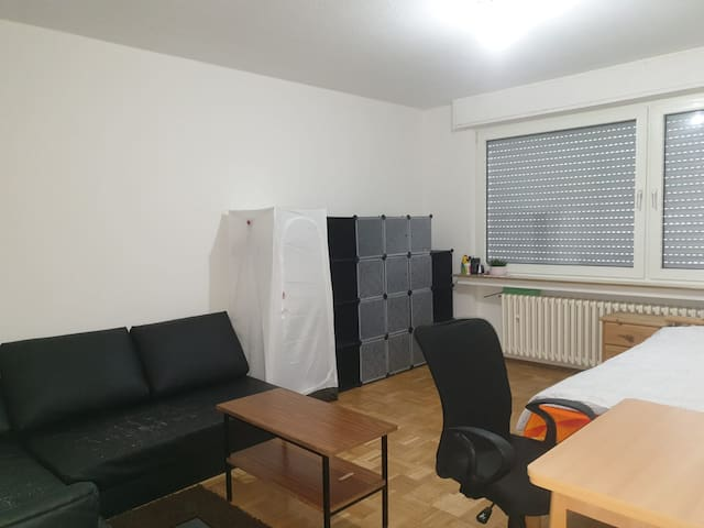 Clean and cozy private room to  stay in Essen!
