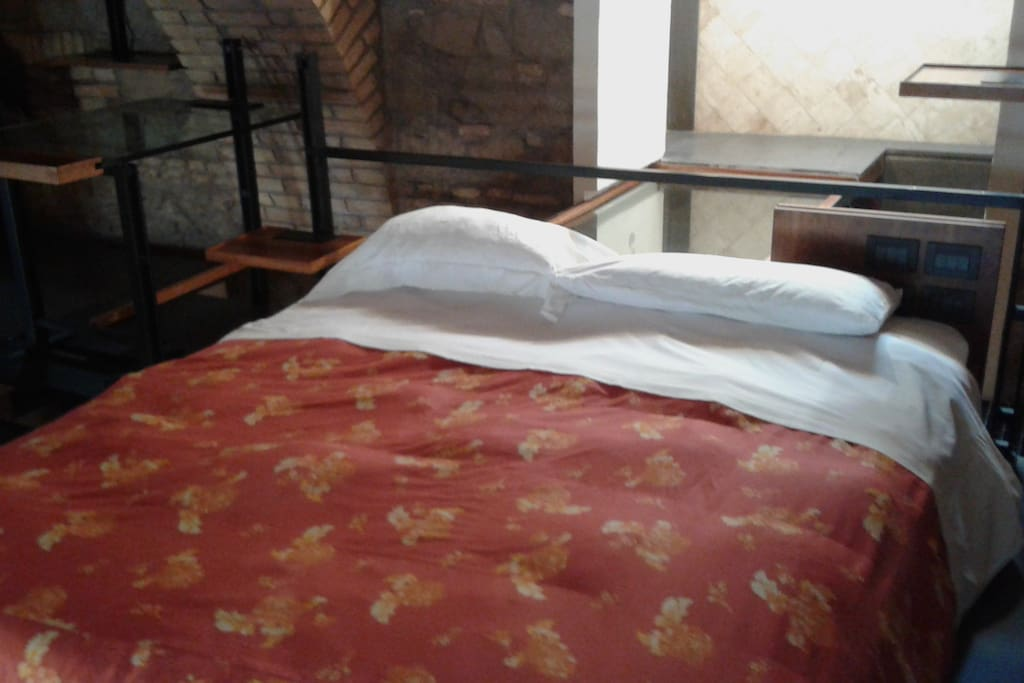 Il letto matrimoniale in soppalco
