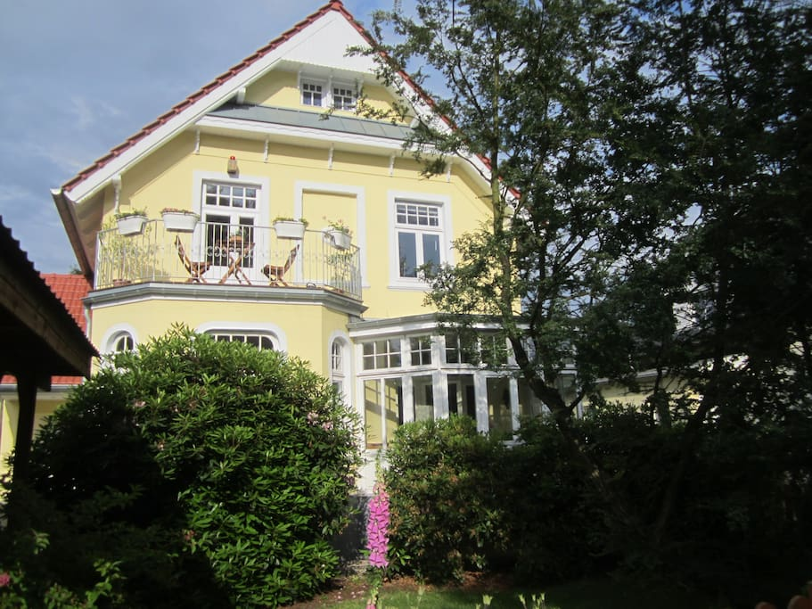 Jugendstil villa houses for rent in hamburg hamburg for Big houses in germany