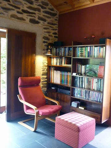 Living room: reading corner.