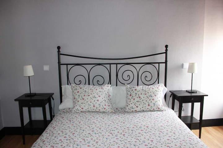 Hi Valencia Cánovas - Double basic, con cama de matrimonio y baño compartido - Tarifa estandar