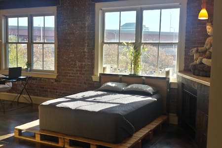 Modern Factory Loft close to Yale & downtown - New Haven