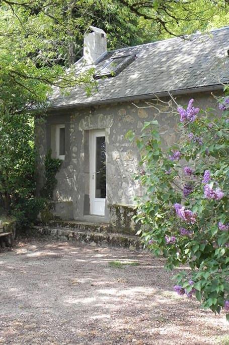 la cabane dans le jardin bed and breakfasts for rent in alligny en morvan burgundy france. Black Bedroom Furniture Sets. Home Design Ideas