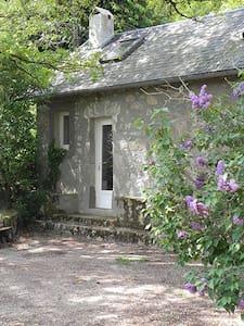 La Cabane dans le jardin  - Alligny-en-Morvan - Wikt i opierunek