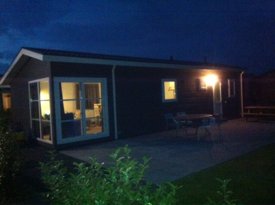 Chalet Valkenisse By Night