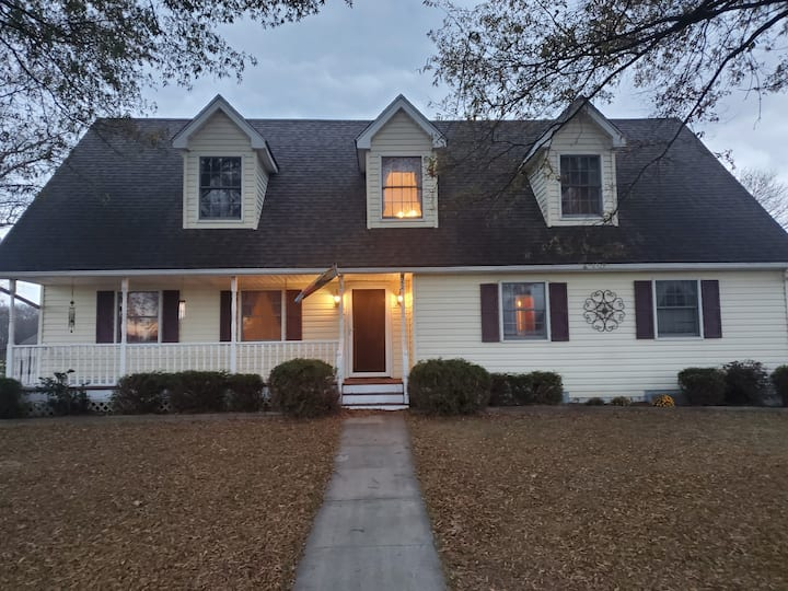 B&B in rural setting close to area shopping