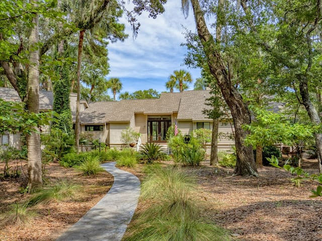 Updated 4BR/3BA Home With Panoramic Golf CourseViews ! Amenity Cards Indluded!