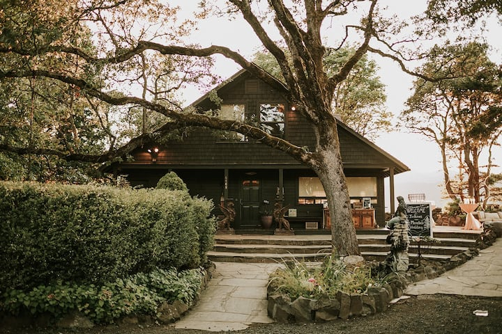The Griffin House on the Columbia River Gorge