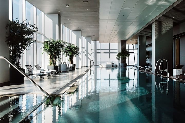 Luxury Highrise with Pool, Gym, Golf and Business