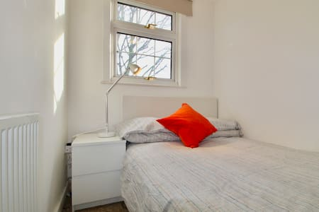 YOUR COSY ROOM IN CENRAL LONDON - London - Hus