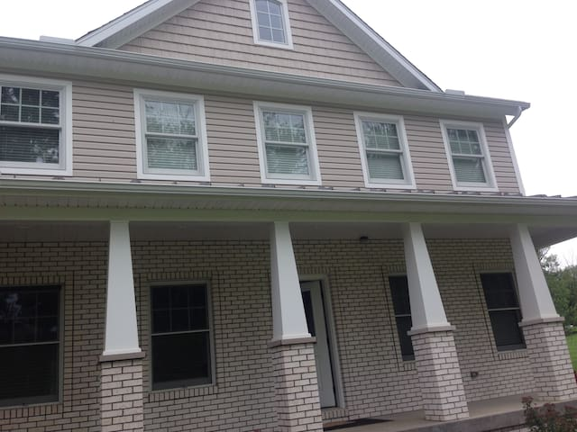 5 bedroom house with 5 beds crib - Saint Clairsville - Casa