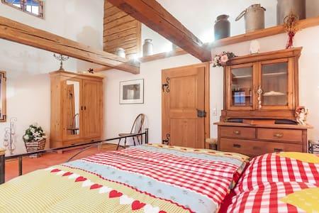5* Zimmer im romantischem Rottaler Bauernhaus - Egglham - Bed & Breakfast