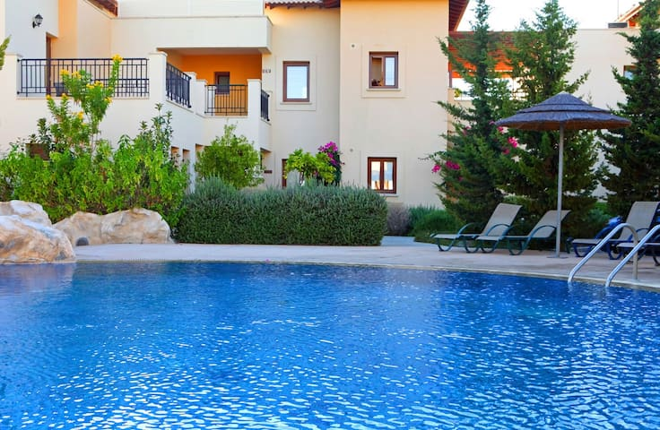 Aphrodite Hills, Home with Pool, Sea View & patio.