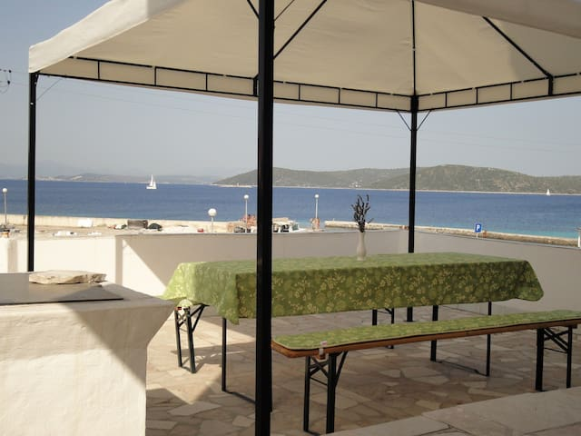 Seafront apartment Villa Ana for 8 - Drvenik Mali - Daire