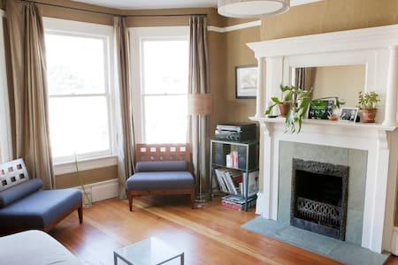 Castro Classic Victorian w/ Views - San Francisco - Appartement