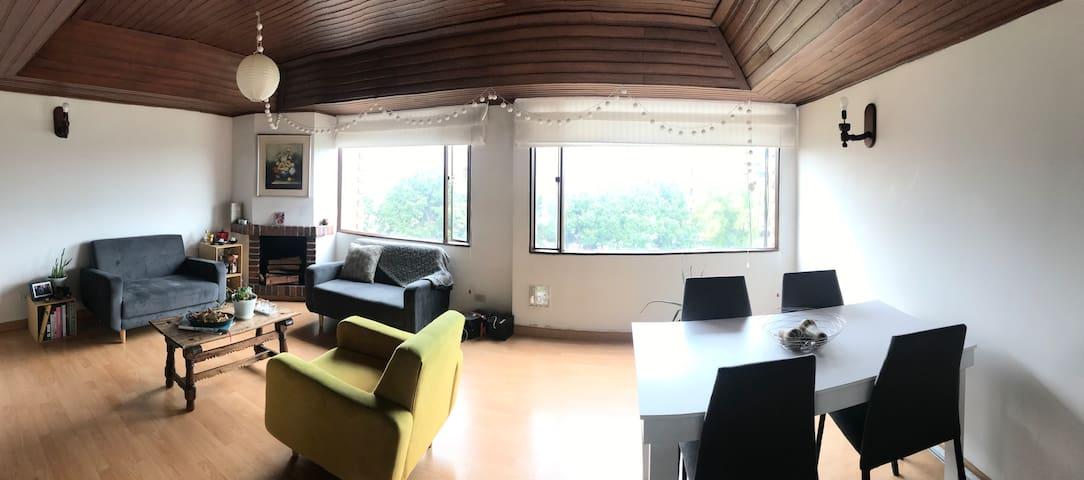 Acogedora e iluminada habitación - Cedritos Bogotá